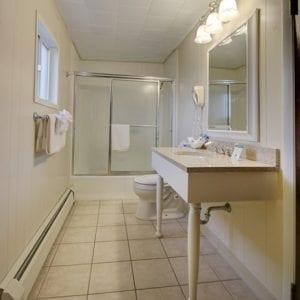 Room 17 Bath